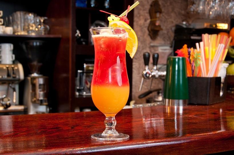 алкогольный коктейль Tequila Sunrise