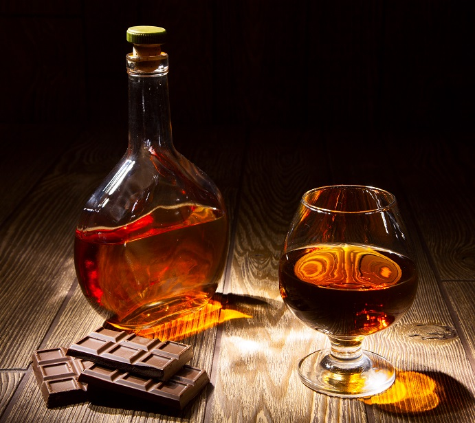 фото коньяка из Азербайджана с шоколадом