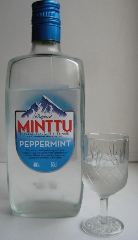 фото бутылки ликера Минту со стопкой