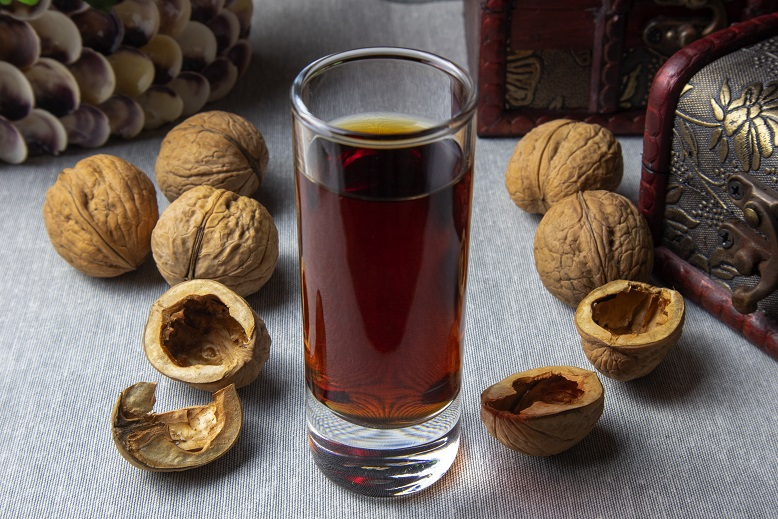 фото лекарственной настойки скорлупе грецких орехов