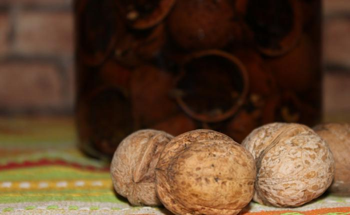 фото настойки на скорлупе грецких орехов