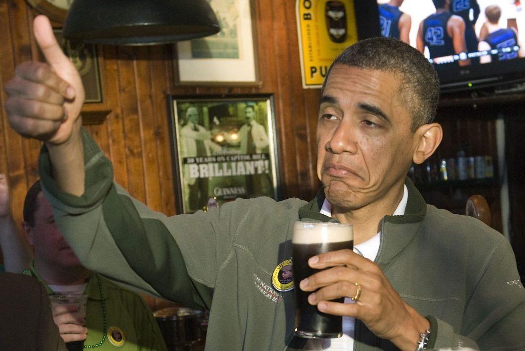 фото Барака Обамы с пивом в руке