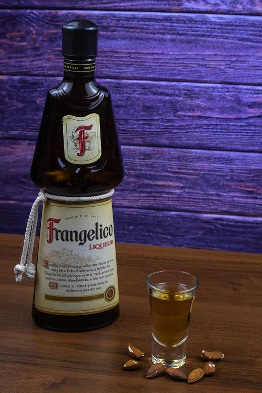 фото бутылки ликера Франжелико
