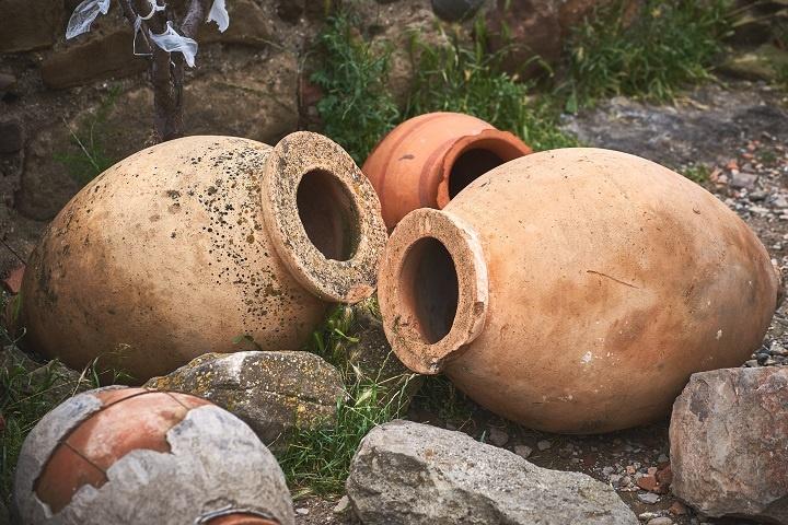 фото сосудов для брожения вина Пиросмани
