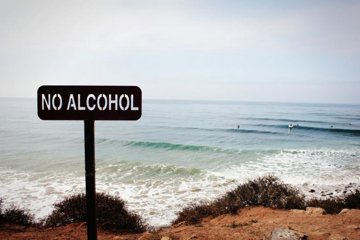 можно ли пить алкоголь на пляжах в Эмиратах