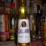 фото бутылки желтого ликера Гальяно