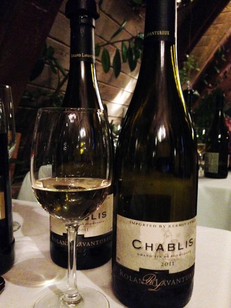 фото белого бургундского вина Шабли