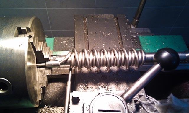 процесс изготовления Димрота на токарном станке