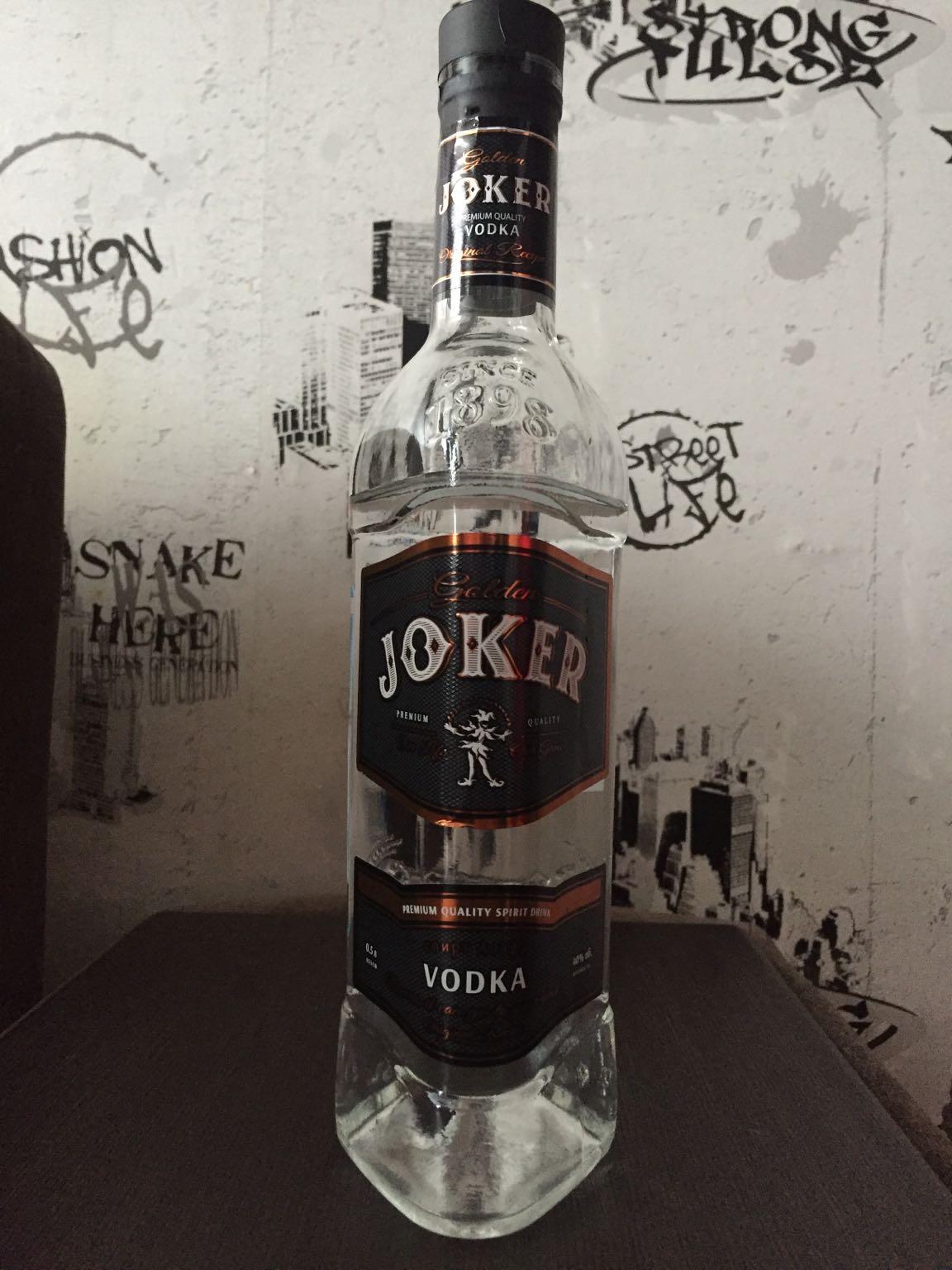 фото бутылки водки Золотой Джокер