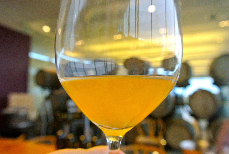 фото цвета оранжевого вина