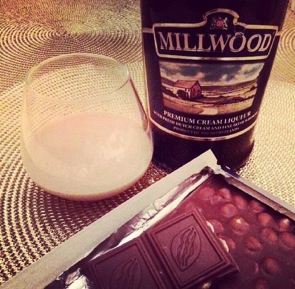 фото как правильно и с чем пить ликер Милвуд