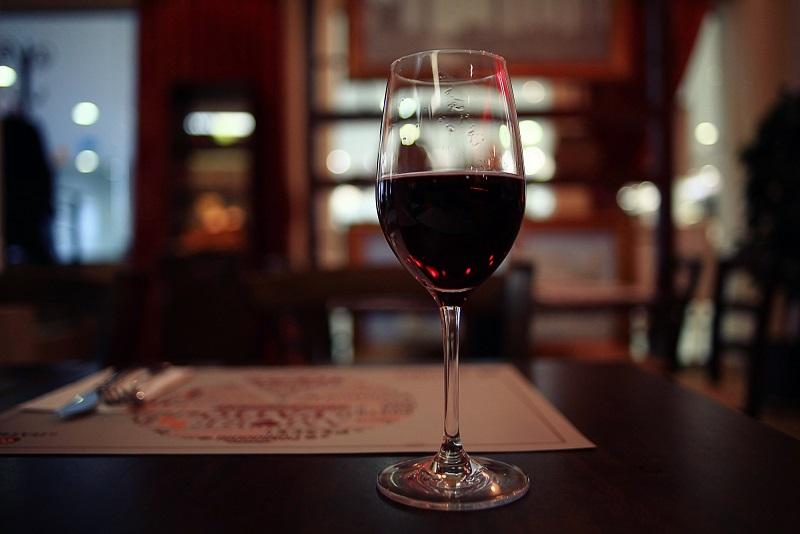 фото вина новелло в бокале