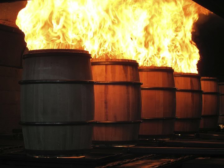 фото обжига бочек для бурбона