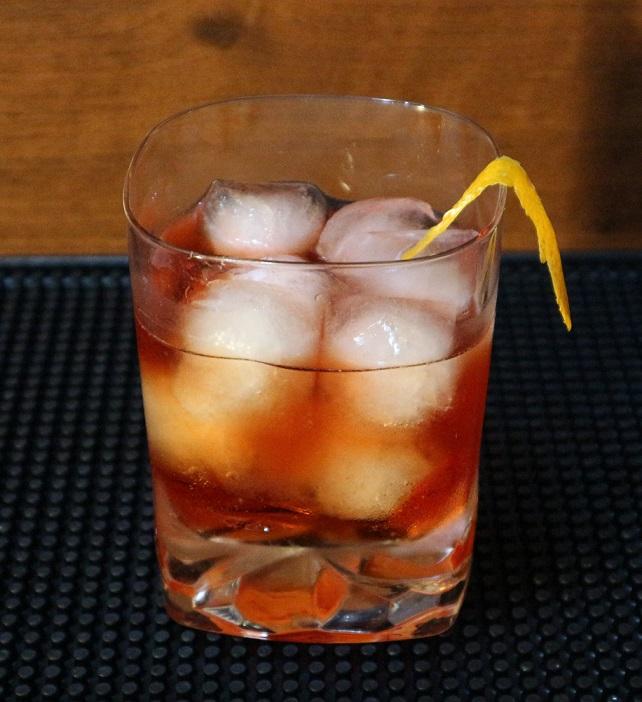 фото коктейля бульвардье, приготовленного в домашних услвоиях