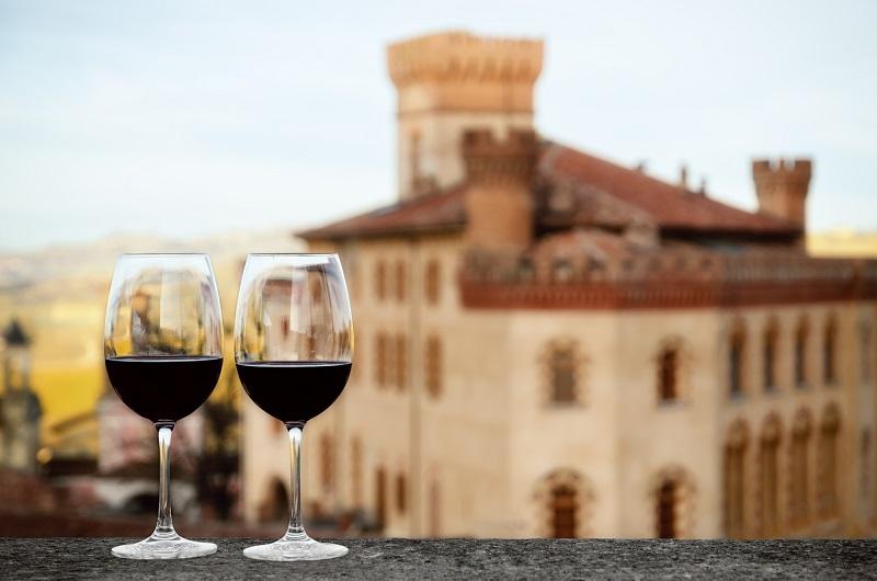 фото вина Бароло в бокалах