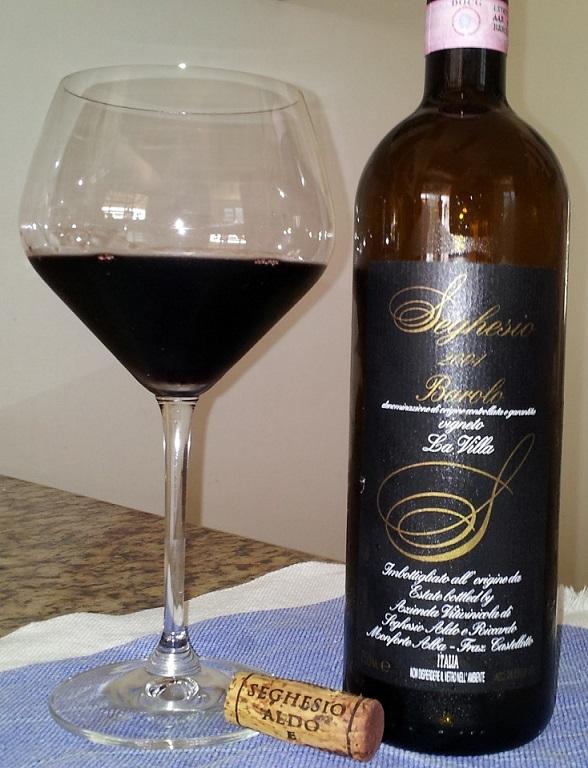 фото вина Бароло в бокале