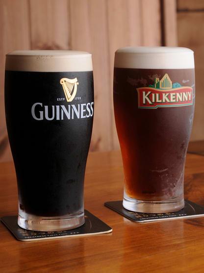 фото сравнения пива Гиннес и Килкенни