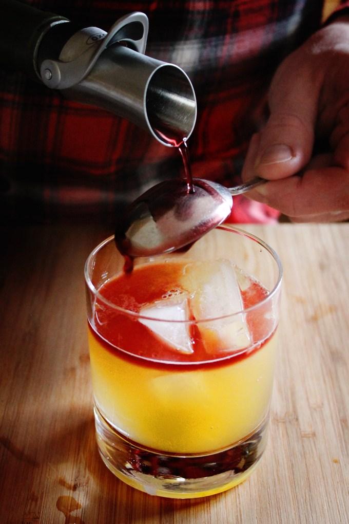 фото как приготовить коктейль Нью-Йорк Сауэр в домашних условиях