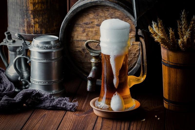 фото драфтового пива из бочки