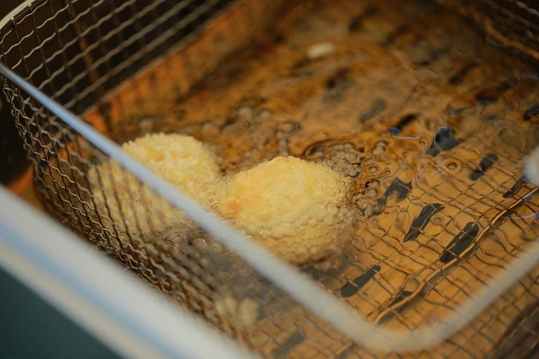 как обжаривать сырные шарики