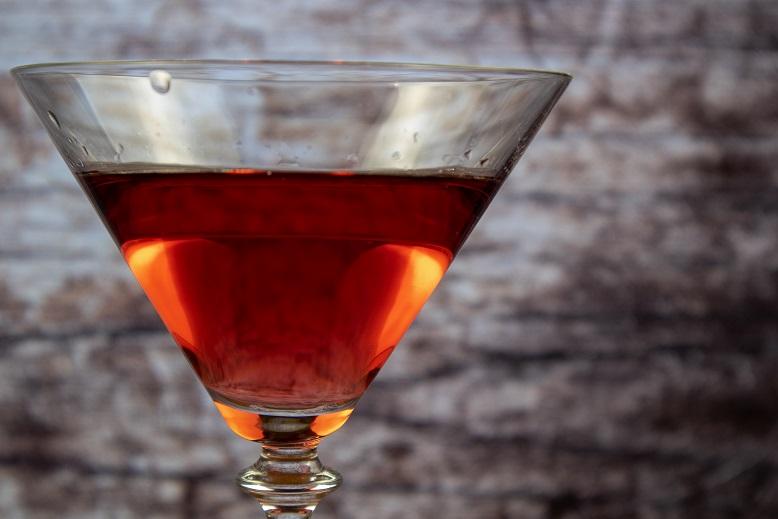 фото красного вермута ганча американо в бокале