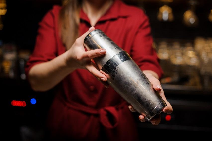 приготовлние коктейля методом шейк