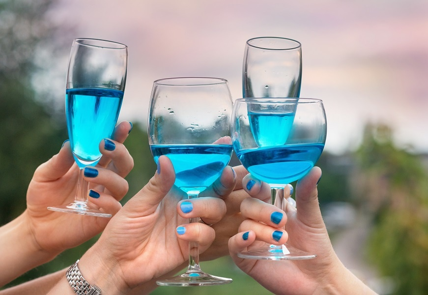 как пить голубое вино