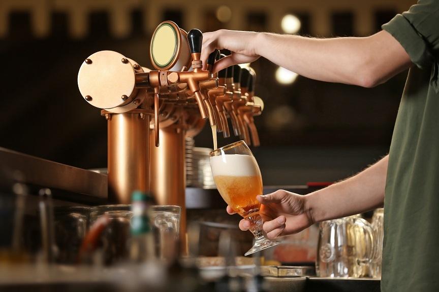 как правильно наполнять бокал пивом