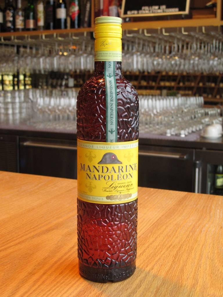 фото бутылки ликера Мандарин Наполеон
