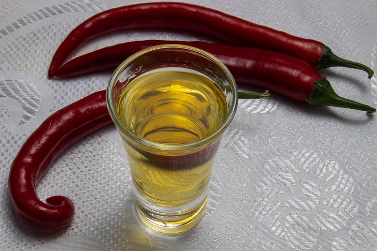 фото настойки из жгучего перца на водке