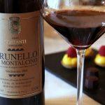 Вино Брунелло ди Монтальчино в бокале