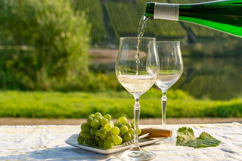 фото белого вина мускат