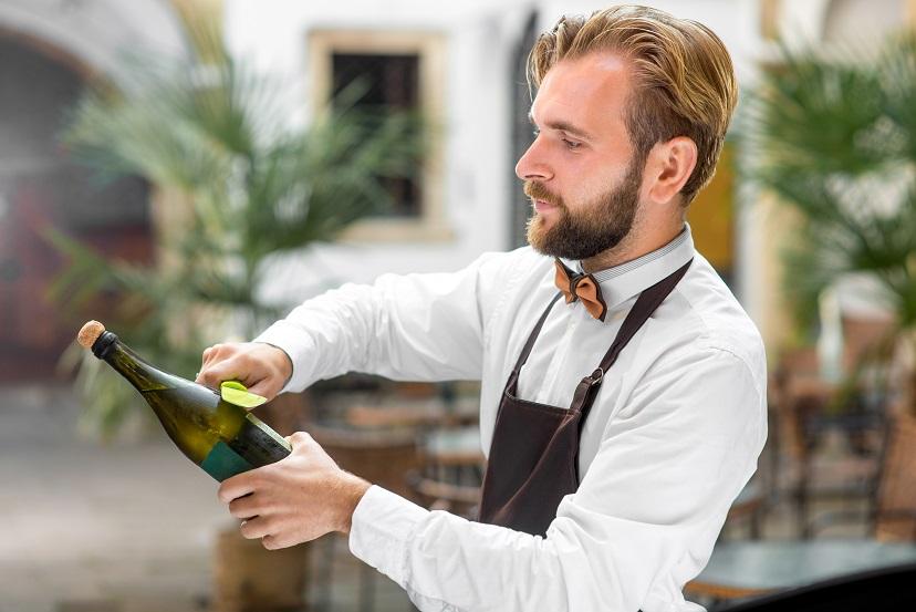 фото как открыть шампанское ножом