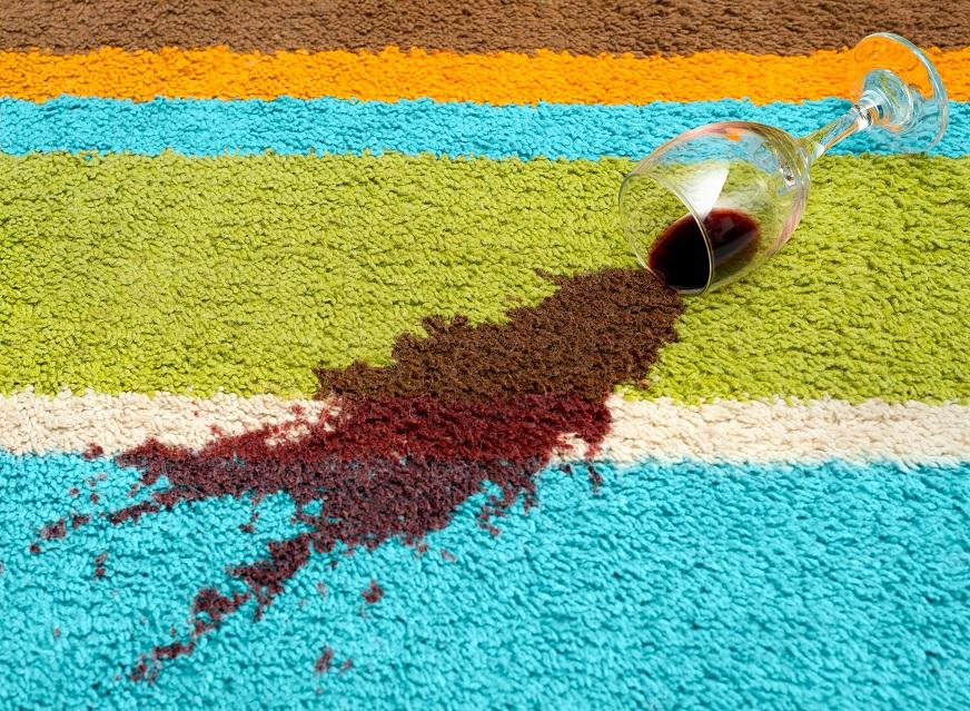 фото пятна от вина на ковре