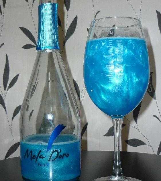 фото шампанского с блестками в бокале