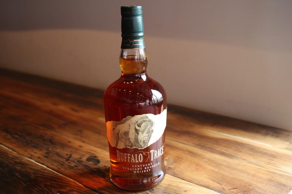 фото бутылки виски Баффало Трейс