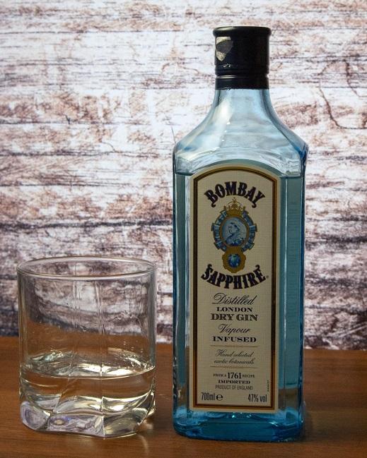 фото бутылки джина Бомбей Сапфир