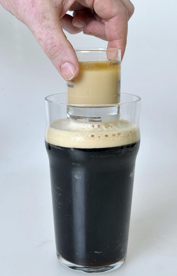 Коктейль «Ирландская автомобильная бомба» фото