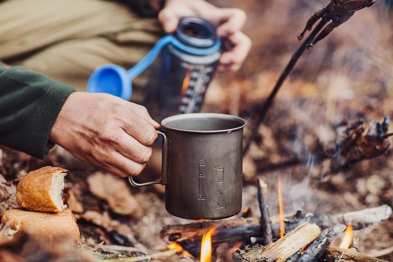 фото немецкого алкогольног чая ягати на костре