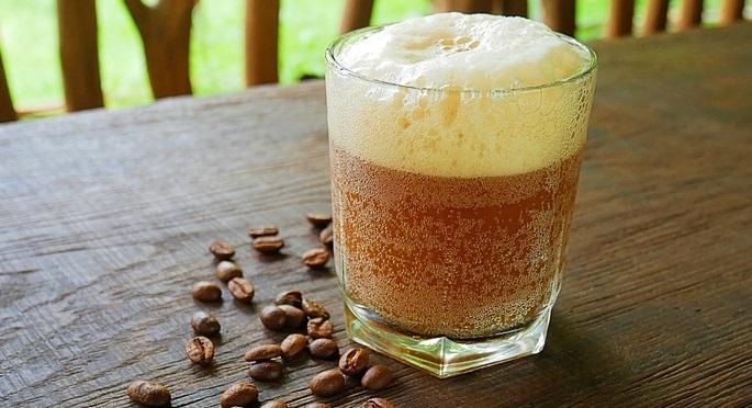 фото кваса из кофе, лимонной кислоты, дрожжей, сахара и изюма