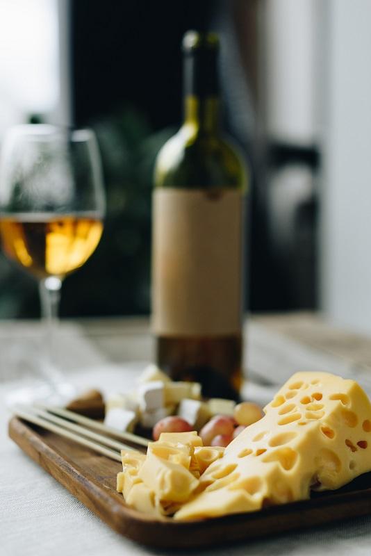 фото чем закусывать вино цинандали