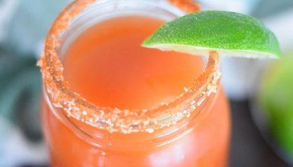 фото мексиканского коктейля с пивом Мичелада
