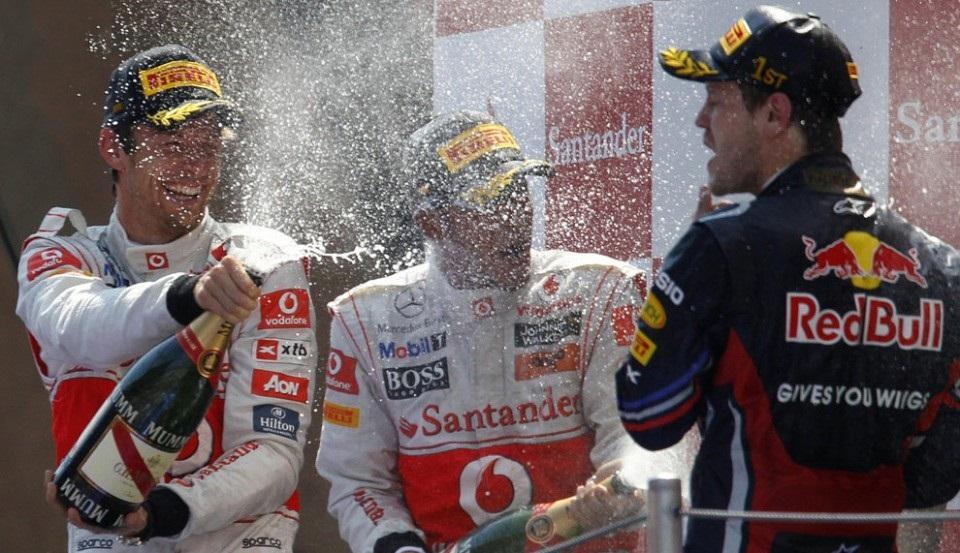фото обливания шампанским в формуле 1