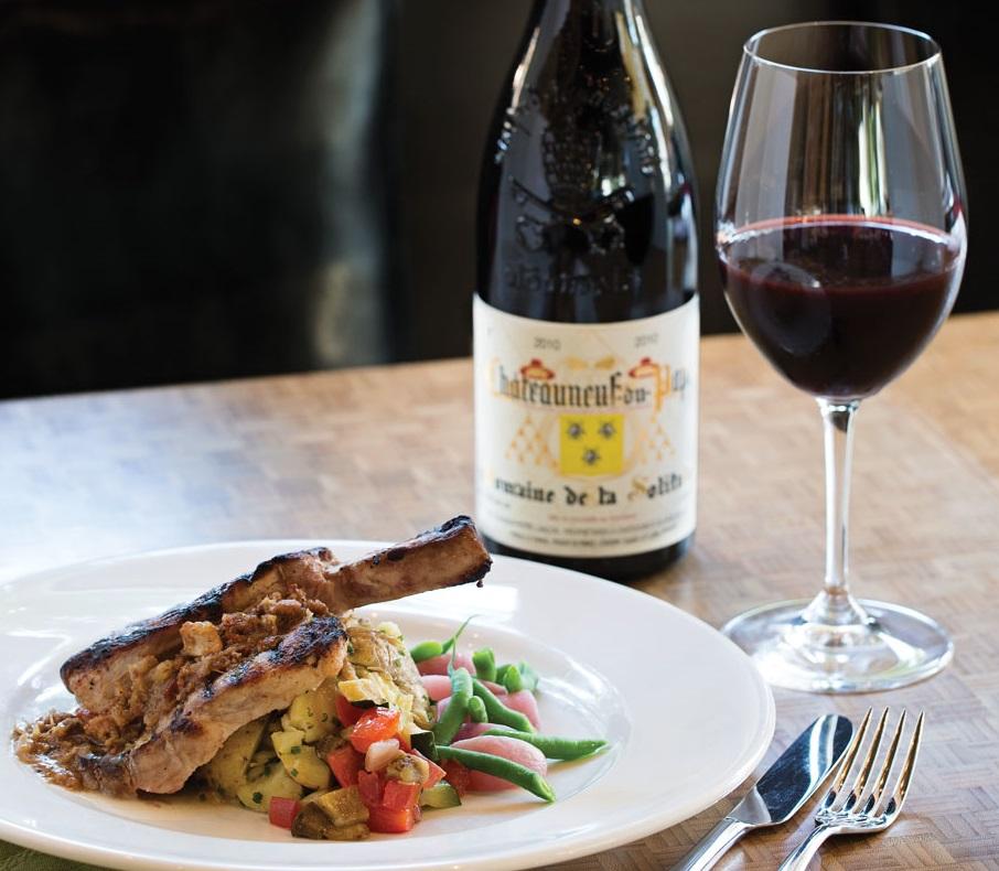 фото красного французского вина из долины Роны