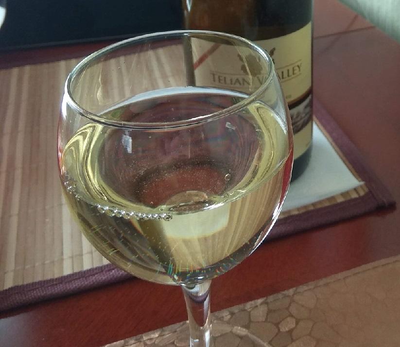 фото белого вина Твиши