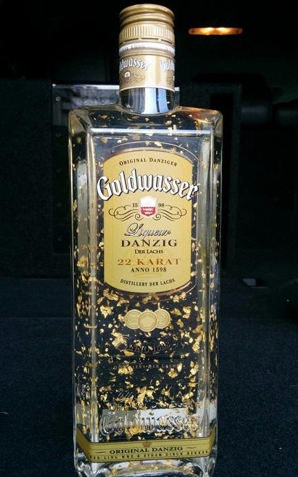 фото бутылки ликера Голдвассер