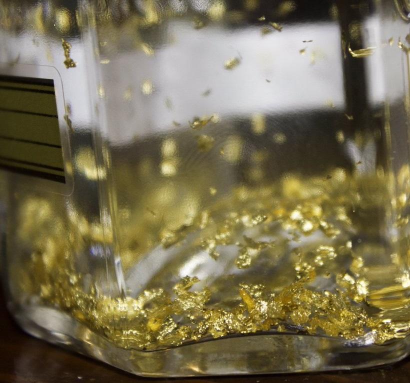 фото ликера с золотом Голдвассер