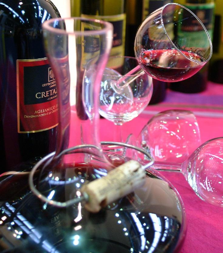фото красного итальянского вина Альянико
