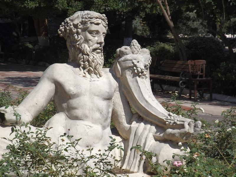 фото статуи Диониса бога виноделия