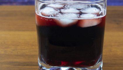 фото коктейля с вином и колой Калимочо